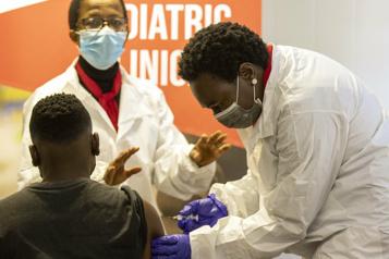 Qui sont les amis de l'Afrique dans la bataille pour les vaccins?)