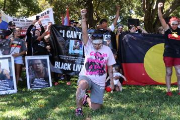 Malgré le virus Des milliers d'Australiens dénoncent la «Journée de l'invasion»)
