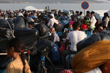Lesbos: 6000 réfugiés dans le nouveau camp, 157 personnes positives à la COVID-19)