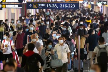Shanghai: des centaines de vols annulés après sept cas de COVID-19)