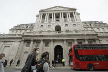 La Banque d'Angleterre maintient son taux et dope ses prévisions)