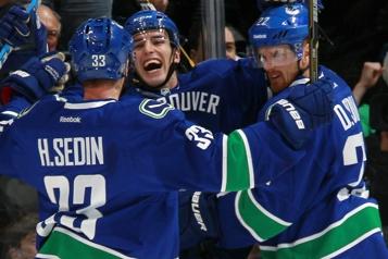 Le Canadien Alex Burrows a la bénédiction des Sedin)