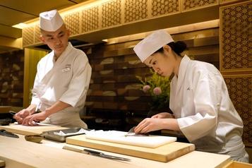 Les Japonaises veulent faire leur place derrière le comptoir de sushis
