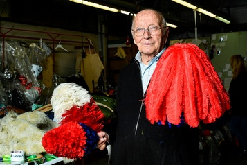 Gianni Bracciani fête ses 89ans au milieu des plumes
