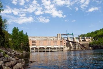 Haute-Mauricie: des Atikamekw manifestent contre Hydro-Québec)