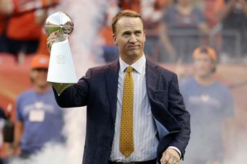 Broncos de Denver Peyton Manning sera ajouté à l'anneau d'honneur)