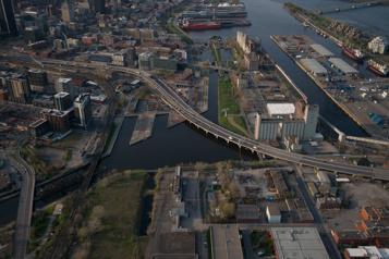 Projet de stade au bassin Peel La Ville suggère de conserver un silo au champ gauche)