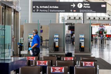 L'exploitant de l'aéroport Pearson supprime 500 postes)