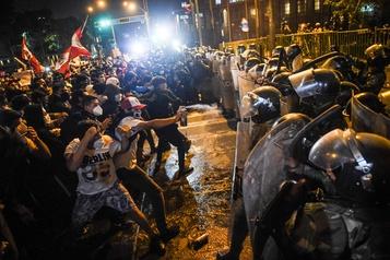 Contestation populaire du pouvoir au Pérou Une semaine, troisprésidents)