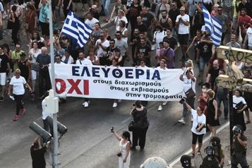 Grèce  Manifestations contre la vaccination obligatoire des soignants)