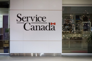 Ottawa suspend la semaine d'attente avant le chèque d'assurance-emploi)