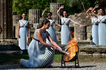 Jeux de Pékin  La flamme olympique allumée à Olympie
