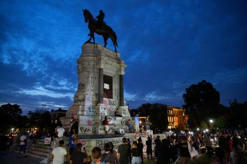 Avec les manifestations antiracistes, les monuments confédérés sous pression)