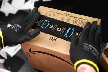 Pandémie: Amazon embauchera 7000 personnes de plus au Royaume-Uni)