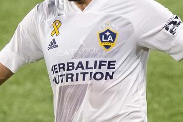 Le Galaxy licencie un joueur de son équipe réserve pour insulte raciale)