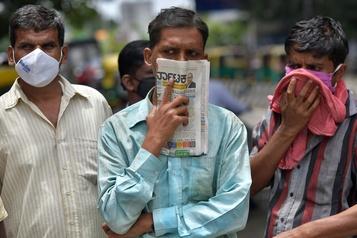 Inde: la grande ville de Bangalore se reconfine)