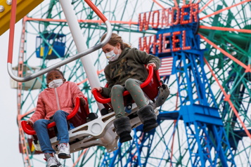 New York Le parc d'attractions de Coney Island rouvre)