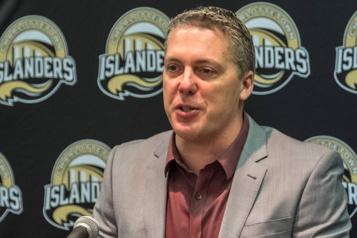 Islanders de Charlottetown Jim Hulton sacré entraîneur-chef de l'année dans la LHJMQ)