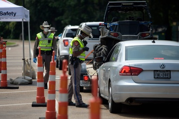 Entre la Louisiane et le Texas, des contrôles pour freiner la COVID-19
