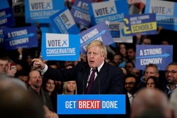 Johnson brandit le risque de «paralysie» du Brexit en cas de défaite
