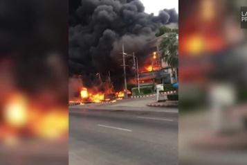 Thaïlande : un site de stockage de pétrole ravagé par le feu)