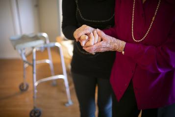 Aide médicale à mourir: Ottawa assouplit les règles