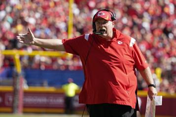 Chiefs de Kansas City L'entraîneur-chef Andy Reid obtient son congé de l'hôpital)