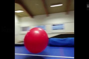 Incroyable mais vrai: saute-ballon