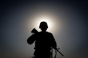 Afghanistan: des insurgés infiltrés tuent 24policiers et soldats