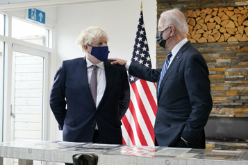 La première rencontre Biden-Johnson assombrie par l'Irlande du Nord)