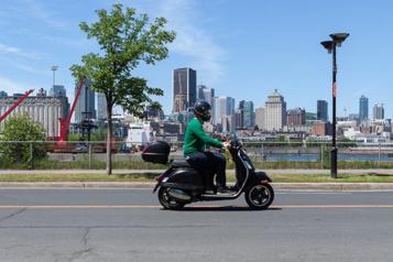 Le bonheur est dans le scooter Le fleuve plein la vue!)
