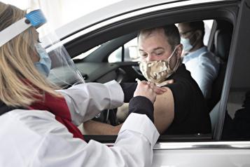 Le premier site de vaccination à l'auto inauguré)