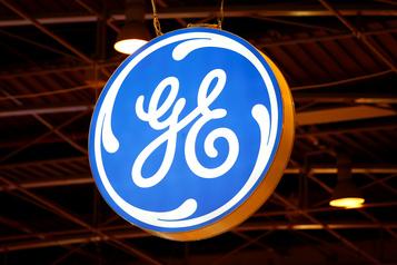 General Electric réduit sa perte nette, son titre bondit en Bourse)