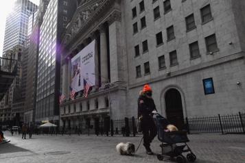 WallStreet termine dans le rouge après des indicateurs américains décevants)