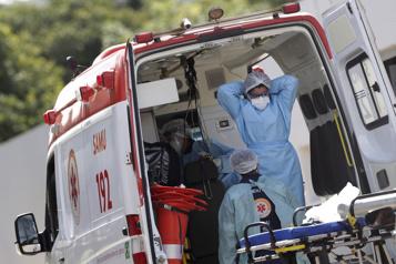 COVID-19  Le Brésil au bord de l'effondrement sanitaire)