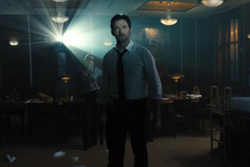 Hugh Jackman entre Wolverine et Humphrey Bogart dans Reminiscence)