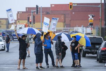 Les débardeurs menacent de «fermer le port» de Montréal)