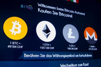Le bitcoin à un sommet avant l'introduction en Bourse de Coinbase)