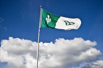 Le drapeau franco-ontarien a45ans)