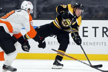 Les Bruins servent une correction aux Flyers)