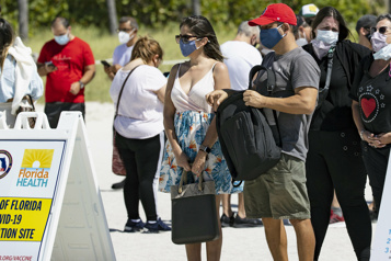 COVID-19 Les touristes latino-américains affluent à Miami pour se faire vacciner)