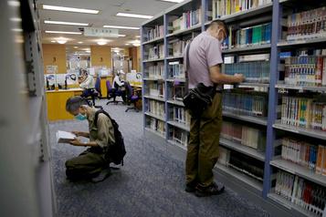 Retrait des livres scolaires à Hong Kong: Pompeo dénonce un acte de «censure»)