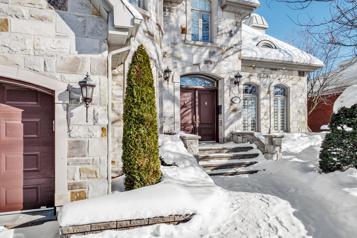 Drummondville et St-Augustin-de-Desmaures Un prix, deux maisons)