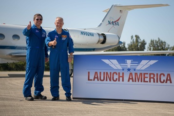 La NASA donne le feu vert au premier vol habité de SpaceX)