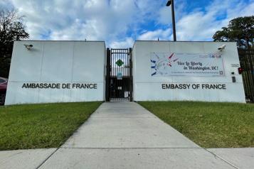 L'ambassadeur français retournera à Washington la semaine prochaine)