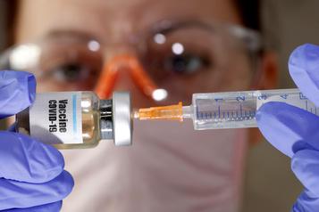 COVID-19: l'OMS plaide pour le développement «sûr» d'un vaccin)