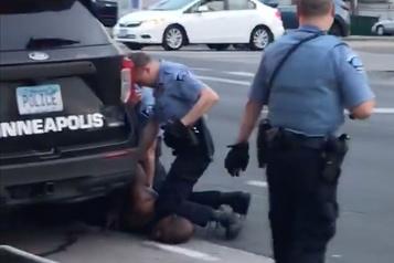 La mort de Floyd requalifiée en «meurtre», quatre policiers inculpés)