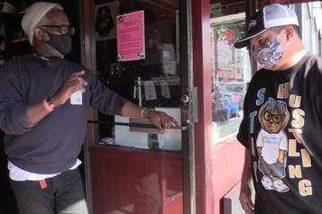 Des bars et restaurants de San Francisco exigent une preuve de vaccination)