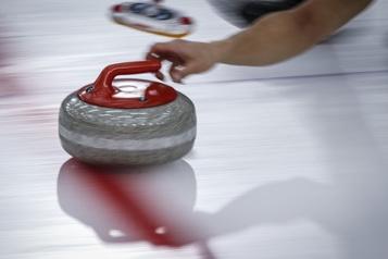 Curling Le Mondial peut reprendre après une éclosion de COVID-19)