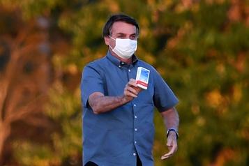 Brésil: le président Bolsonaro guéri de la COVID-19)